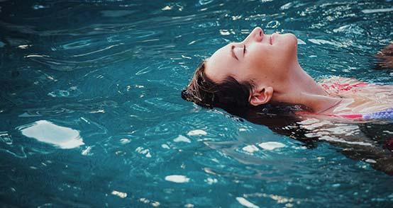communiquer la tête hors de l'eau